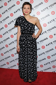 Maggie Gyllenhaal rocked this one-shouldered, print dress for her bohemian-inspired red carpet look.