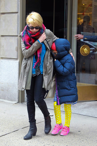 More Pics of Michelle Williams Patterned Scarf (5 of 10) - Michelle Williams Lookbook - StyleBistro