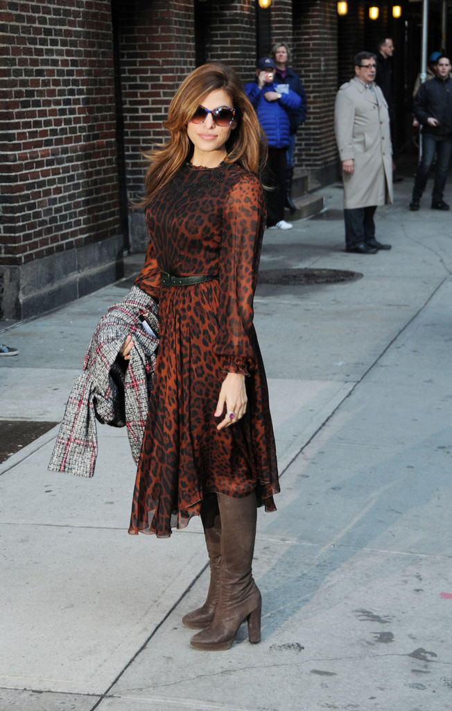 Eva Mendes Greets Fans in NYC