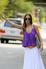 Minka looked retro fab in a purple blouse and white maxi skirt while catching a taxi.