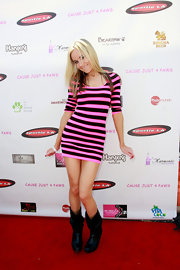 This black and pink striped mini dress was a fun choice for Paula Labaredas.
