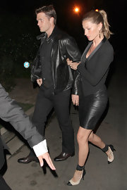 Gisele looked smoking in her black cropped blazer with a satin lapel.
