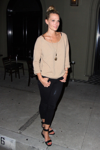 More Pics of Molly Sims Leggings (4 of 16) - Molly Sims Lookbook - StyleBistro