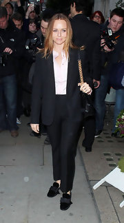 Stella McCartney wore an elegant pair of black velvet flats featuring girlish bows.