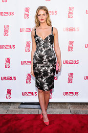 Erin Heatherton chose a gray and black sunflower-print dress for her red carpet look.