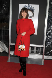 Paulina Porizkova added a playful touch to her red carpet look with a evening bag printed with an illustrated Audrey Hepburn.