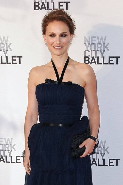 More Pics of Natalie Portman Neutral Eyeshadow (1 of 15) - Natalie Portman Lookbook - StyleBistro