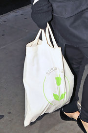 "Green actress Natalie Portman hit the promotional circuit for her new film ""Black Swan"" carrying a ""Sustainable NYC"" canvas tote."