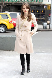 Natalie Portman kept things classic in a pale trenchcoat and black ankle boots.