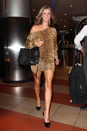 Nicky paired her on-trend leopard print dress with a cool leather messenger bag.