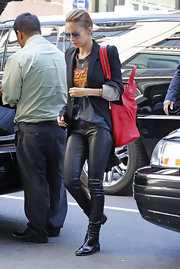 Nicole Richie's tailored blazer dressed up a casual graphic tee and leather pants.