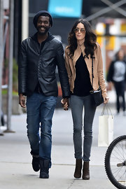 Nicole Trunfio chose a pair of gray skinny jeans for her relaxed daytime look.