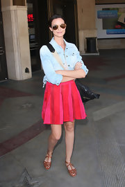 Odette Yustman teamed her flirty pink skirt with cognac leather peep-toe sandals.