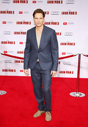 Peter Facinelli looked sleek and cool in a crisp, two-button, notch-lapel suit, which he wore to the 'Iron Man 3' premiere.