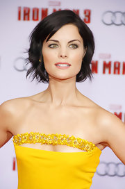 Jaimie Alexander kept her beauty look uber simple with a classic bare lip.