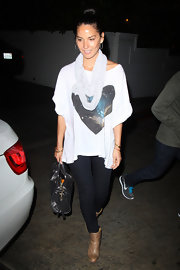 Olivia Munn chose an out-of-this world look when she sported a slouchy tee with the galaxy printed on it.