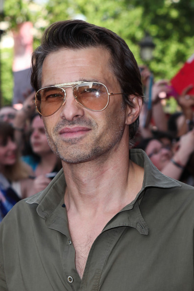 More Pics of Olivier Martinez Button Down Shirt (1 of 8) - Tops Lookbook - StyleBistro