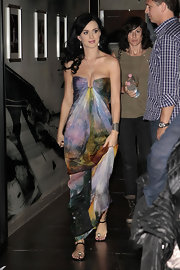 Katy paired her gorgeous maxi dress with her favorite flat sandals.