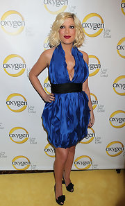 Tori wore bright blue at the Oxygen event in a ruffled halter dress with a black waistband.