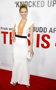 Leslie posed on the red carpet in this crisp white dress with a textured orange neckline.