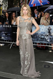 Peaches' gray lace gown epitomized classic romance in London.