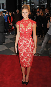Stacy Keibler topped off her lacy red dress with black patent leather pumps.