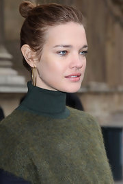 Natalia Vodianova attended the Louis Vuitton fall 2012 runway show in Paris wearing her hair in a looped ponytail.