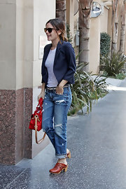 Rachel looked classic in a pair of rolled up boyfriend jeans and warm brown wooden clogs.