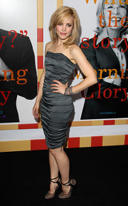 Rachel donned a slate gray, rouched strapless dress for the premiere of 'Morning Glory'.