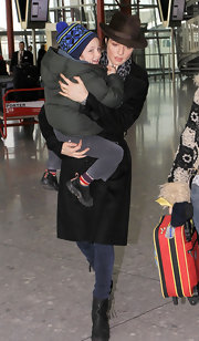Rachel wears a brown fedora to the airport with her son.