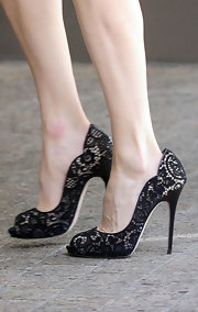 Rachel looked classic and feminine in these lace peep toe pumps.
