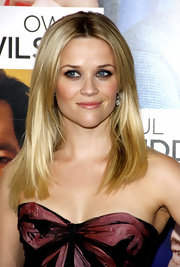 Actress Reese Witherspoon showed off a sleek center part look at the premiere of 'How Do You Know'.