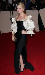 Ashley Olsen carried a reflective box clutch to the 2011 Met Gala.