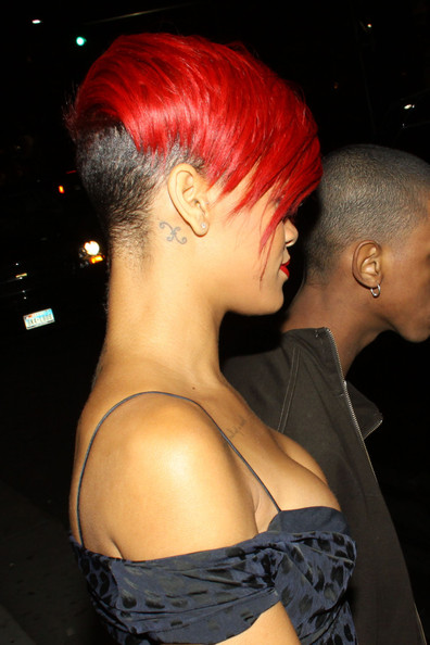 Rihanna in Rihanna Leaves Maestro's Steakhouse
