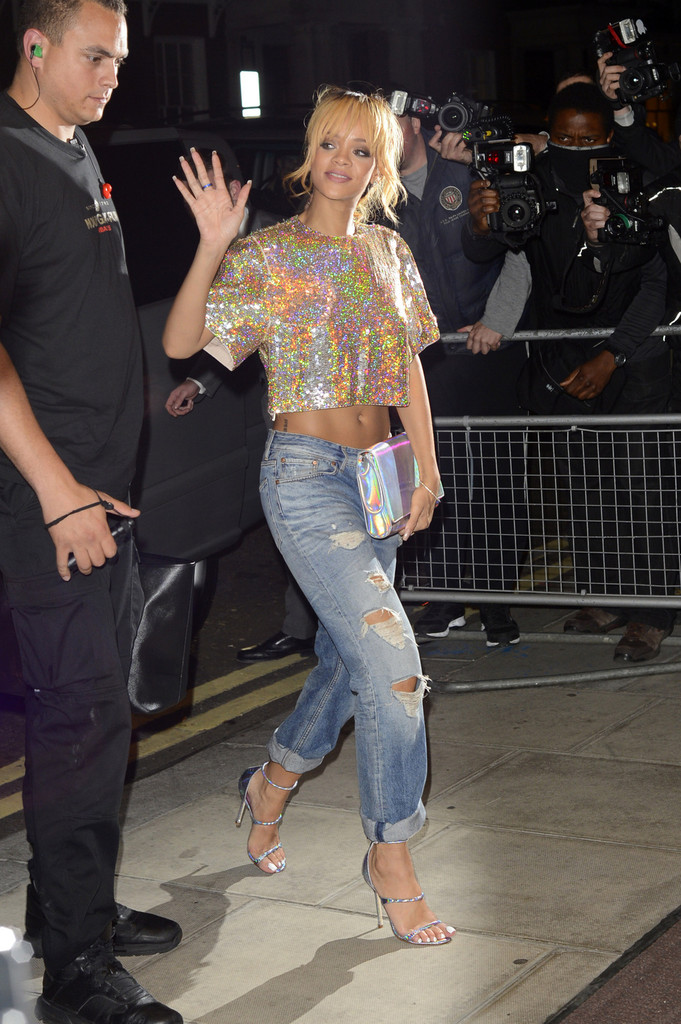 Rihanna seen returning to her hotel at 45 Park Lane in London. Rihanna had been partying at Boujis nightclub, where her brother Rorrey Fenty was performing live, after her sell-out concert at Twickenham in London.