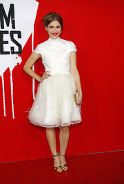 How cute was this white feathered dress Holland Rodan wore to the 'Warm Bodies' premiere?
