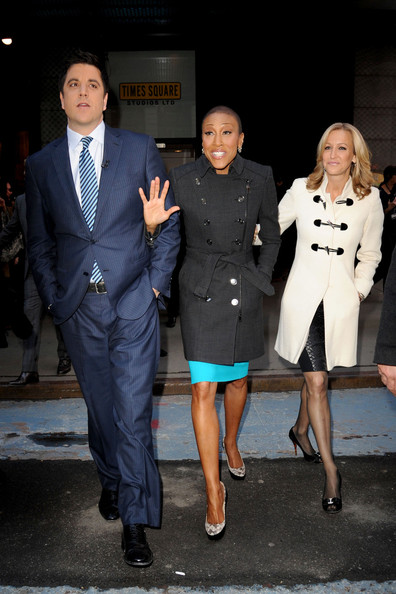 Robin Roberts looked classic and stylish for her return to GMA in a charcoal gray trench coat.