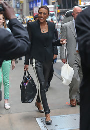 Robin Roberts looked totally sleek and contemporary in a structured black blazer.