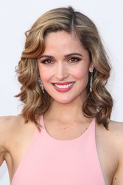 Rose's highlighted locks were curled and parted to the side for the 2013 Emmy Awards.
