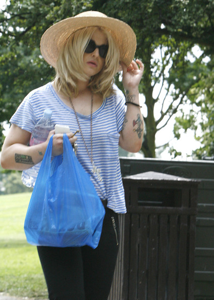 More Pics of Kelly Osbourne Wide Brimmed Hat (1 of 6) - Kelly Osbourne Lookbook - StyleBistro