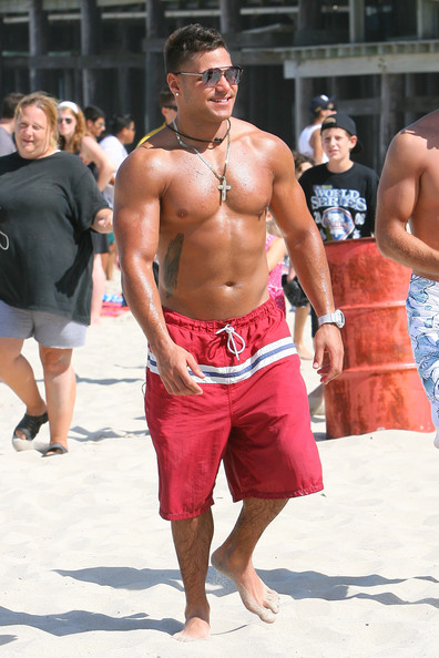ronnie of jersey shore tattoo. The cast of Jersey Shore soak