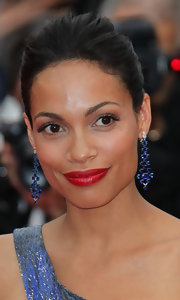 Rosario Dawson amped up her stunning look with a crimson red pout.