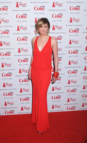 Jennifer Nettles donned a drop-waist v-neck dress to the Heart Truth's red dress collection fashion show.