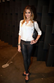 A pair of black leather skinnies added an edgy spin to Ana Beatriz Barros' classic white button-down.