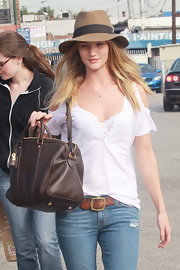 Rosie wears a wide-brimmed hat with a white blouse and jeans for her shopping trip in Santa Monica.