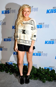 Ellie got comfortable on the red carpet in this textured sweater and short shorts.