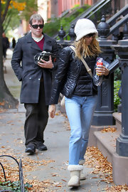 Sarah Jessica Parker gave her feet a rest in cozy cream sheepskin boots.