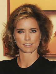 Tea Leoni styled her chestnut hair in voluminous waves for the 'Tower Heist' premiere in NYC.