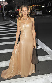 Sarah paired her nude Halston Heritage gown with a shimmering metallic Cleo bag.