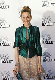 Sarah Jessica Parker showed off her flawless make-up by pulling her hair up in a loose bun, much like the hairstyle she sported to the Academy Awards.